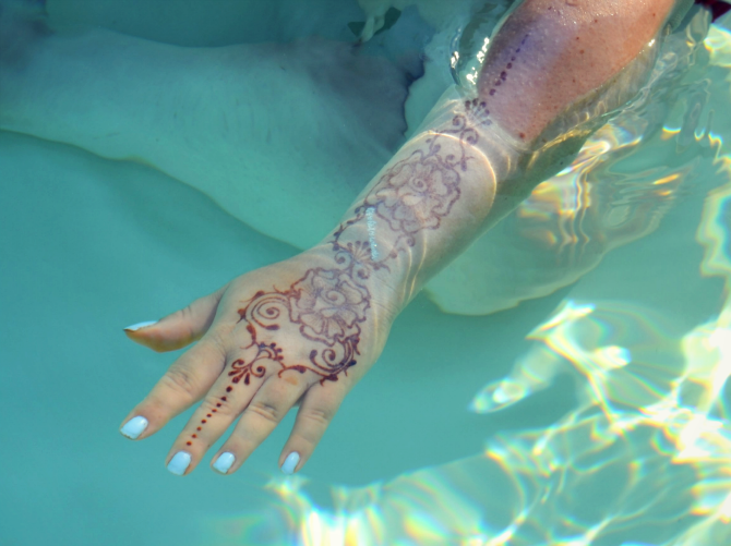mehndi in piscina