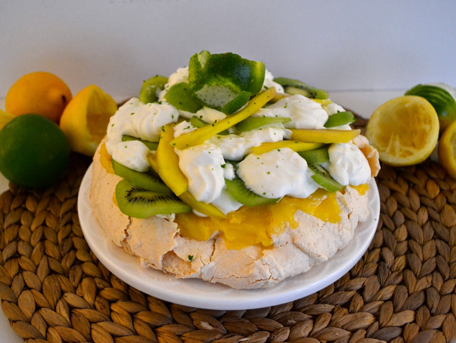 Pavlova, meringue, lemon curd, chantilly, noix de coco, fruits frais, kiwi, mangue, bataille food#20