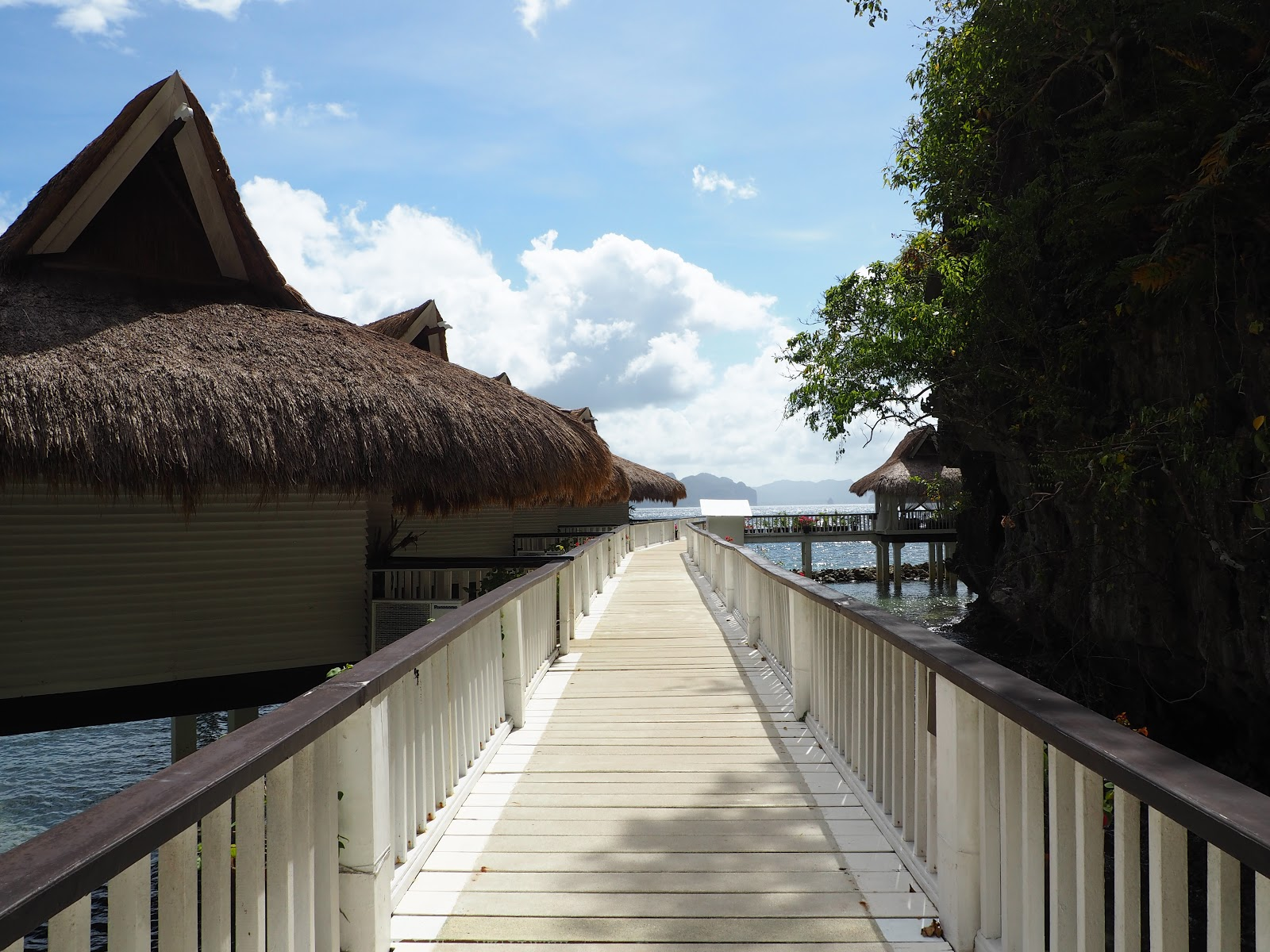 walkway with sea cottages on the side, El Nido