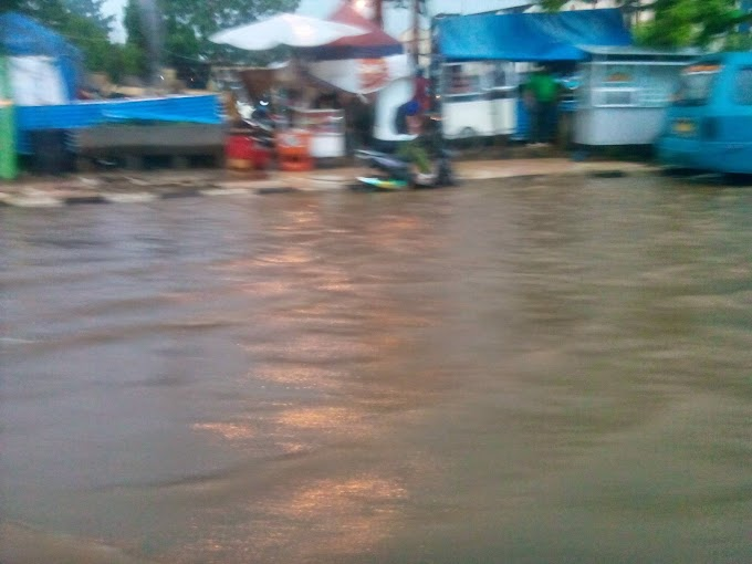 Hujan Lebat, Jalan Margonda depan Terminal Depok Digenangi Air