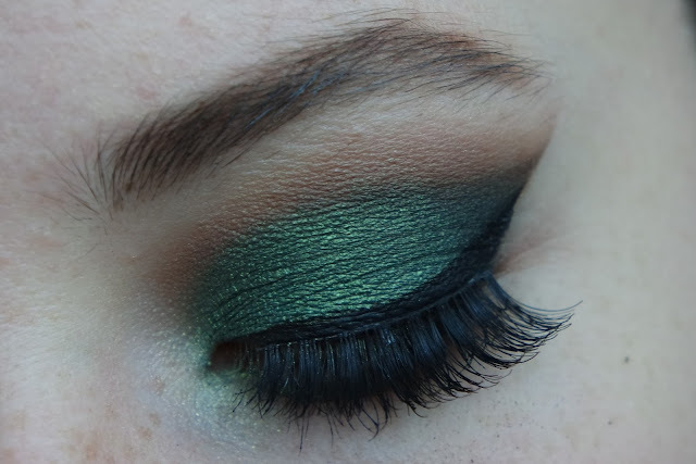 green eye makeup, makeup for green eyes, cat eye tutorial, how to apply eyeshadow