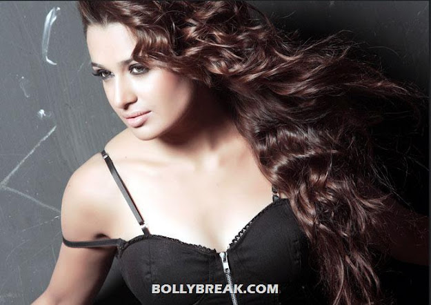 Yuvika Chaudhary Hot Close up - Yuvika Chaudhary HOT HD Wallpapers 2012