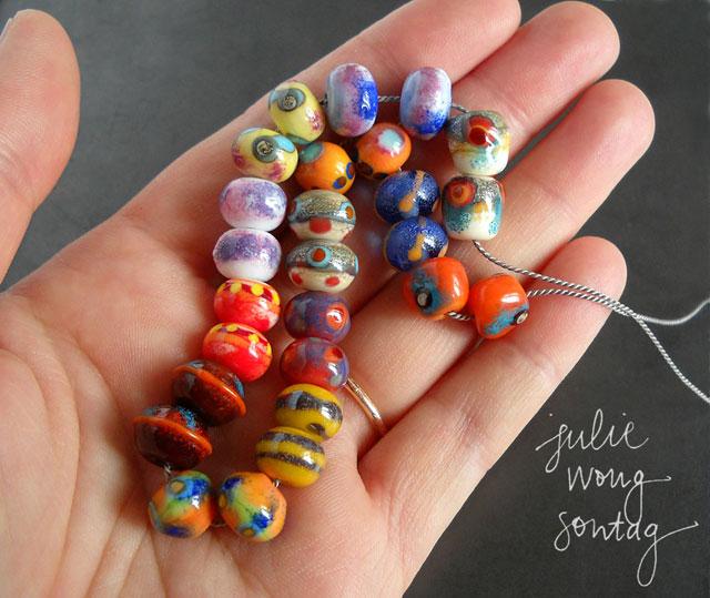 http://3.bp.blogspot.com/-BQfERtR202A/Va3HHCiwfwI/AAAAAAAAAZA/UxI5YcBBq0Y/s1600/July-20-CBC-paintbox-beads-in-hand-640.jpg