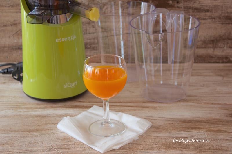Zumo de naranja, zanahoria y pomelo en Essenzia, extractor de zumos