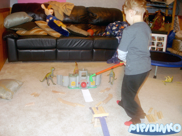 http://pipidinko.blogspot.ca/2013/12/active-fun-at-home-dinosaur-mini-golf.html#.UwquGIVfT5w
