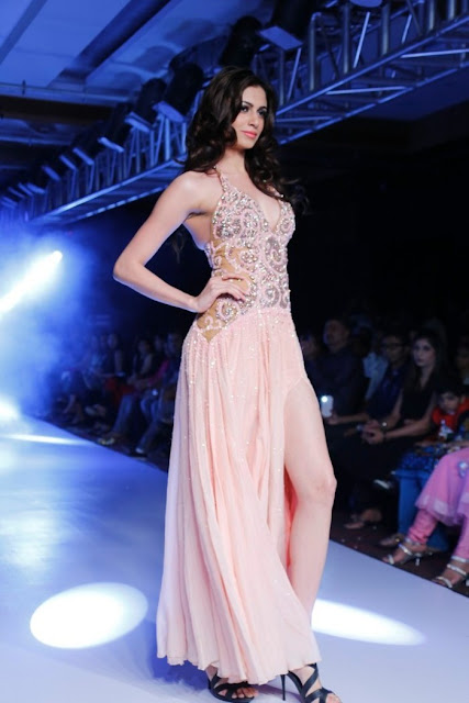 Miss-india-Simran-Kaur-Mundi-international-fashion-week-2012+(2).jpg