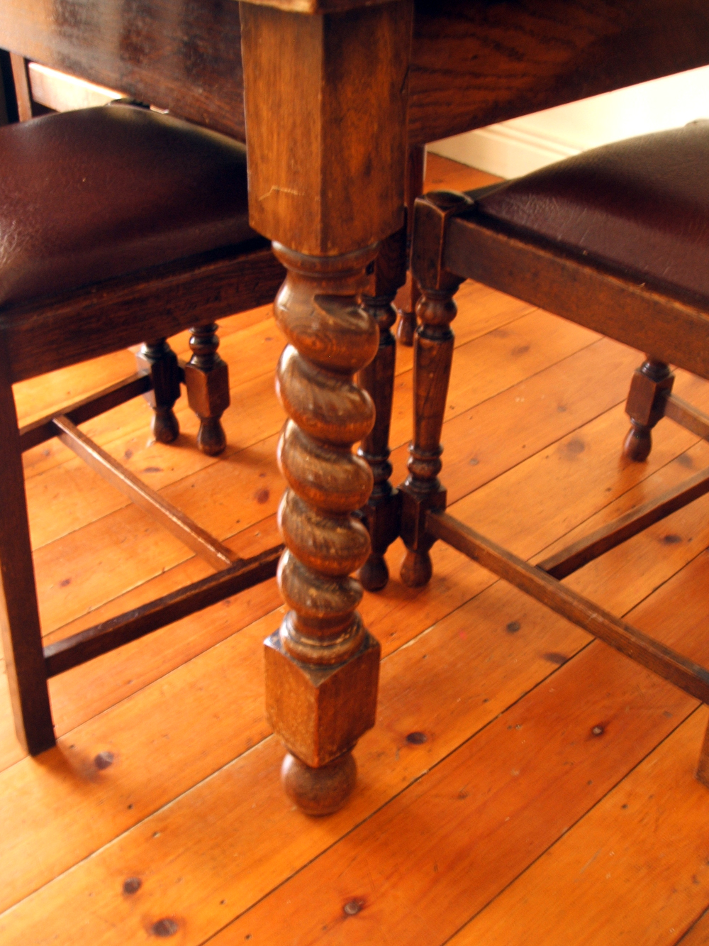 Draw Leaf Dining Room Table