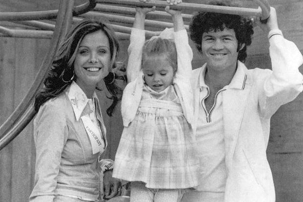 Micky With Samantha And Daughter Ami