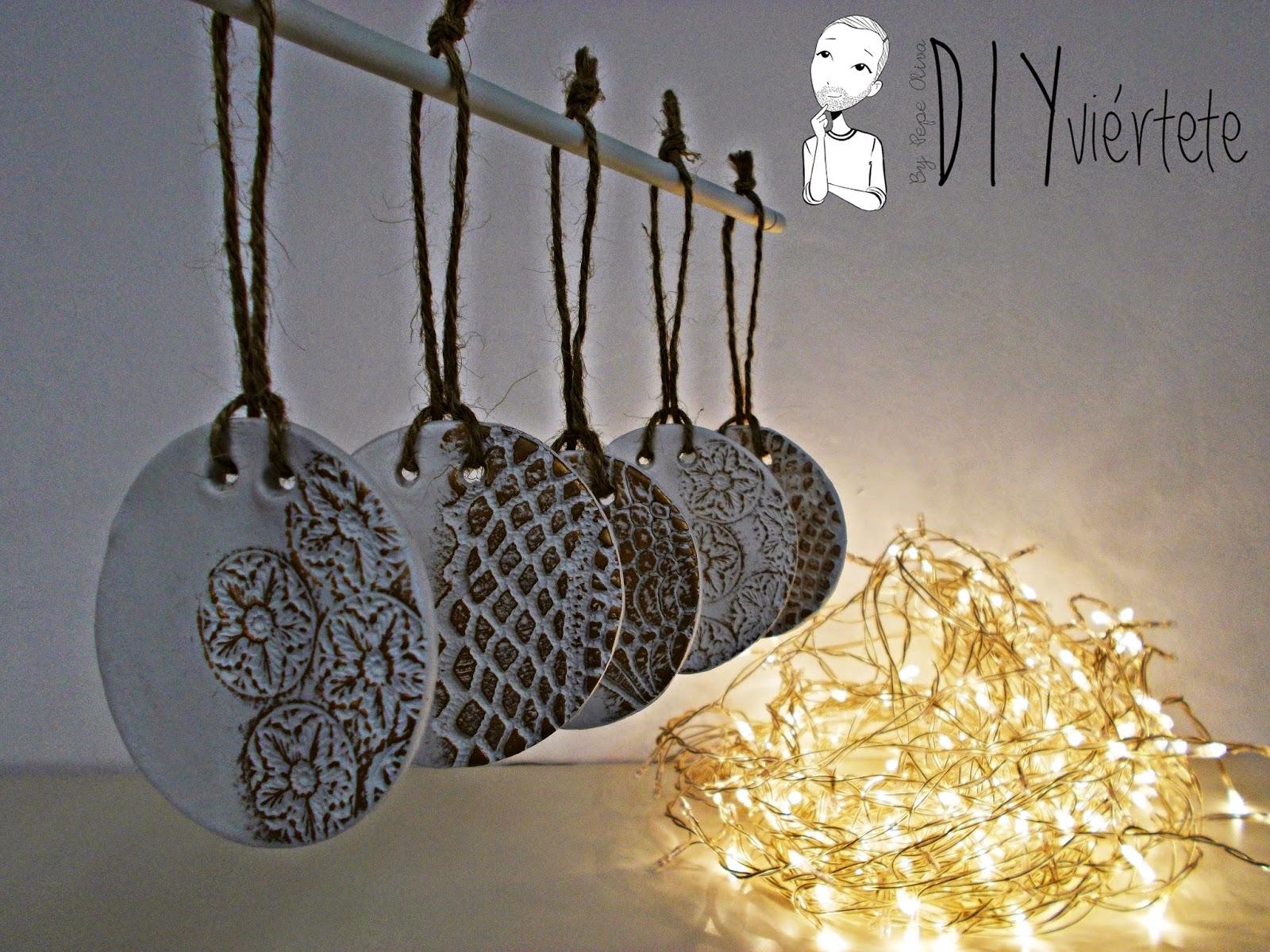 DIY-adorno navideño-ideas decoración-pasta de modelar-porcelana fria-fimo-arcilla polimérica-encaje-dorado-Navidad 3