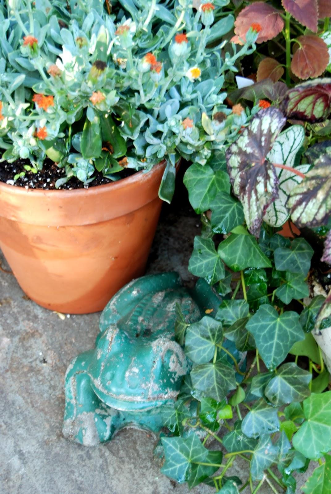 Vintage Garden Frogs 3
