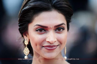 Deepika_Padukone_looking_hot