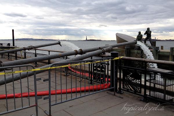 New York November 2012 Sandy Wasserpumpen Freiheitsstatue