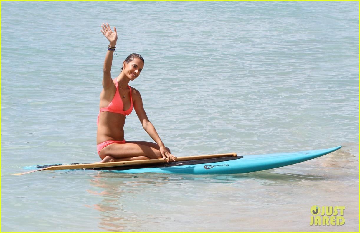 http://3.bp.blogspot.com/-BRjZi5IMMtA/Tpo-l5-zMNI/AAAAAAAAHjQ/c0tbYGgTxyI/s1600/alessandra-ambrosio-paddleboarding-11.jpg