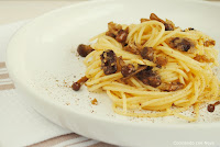 Spaguettis con crujiente de setas y pan