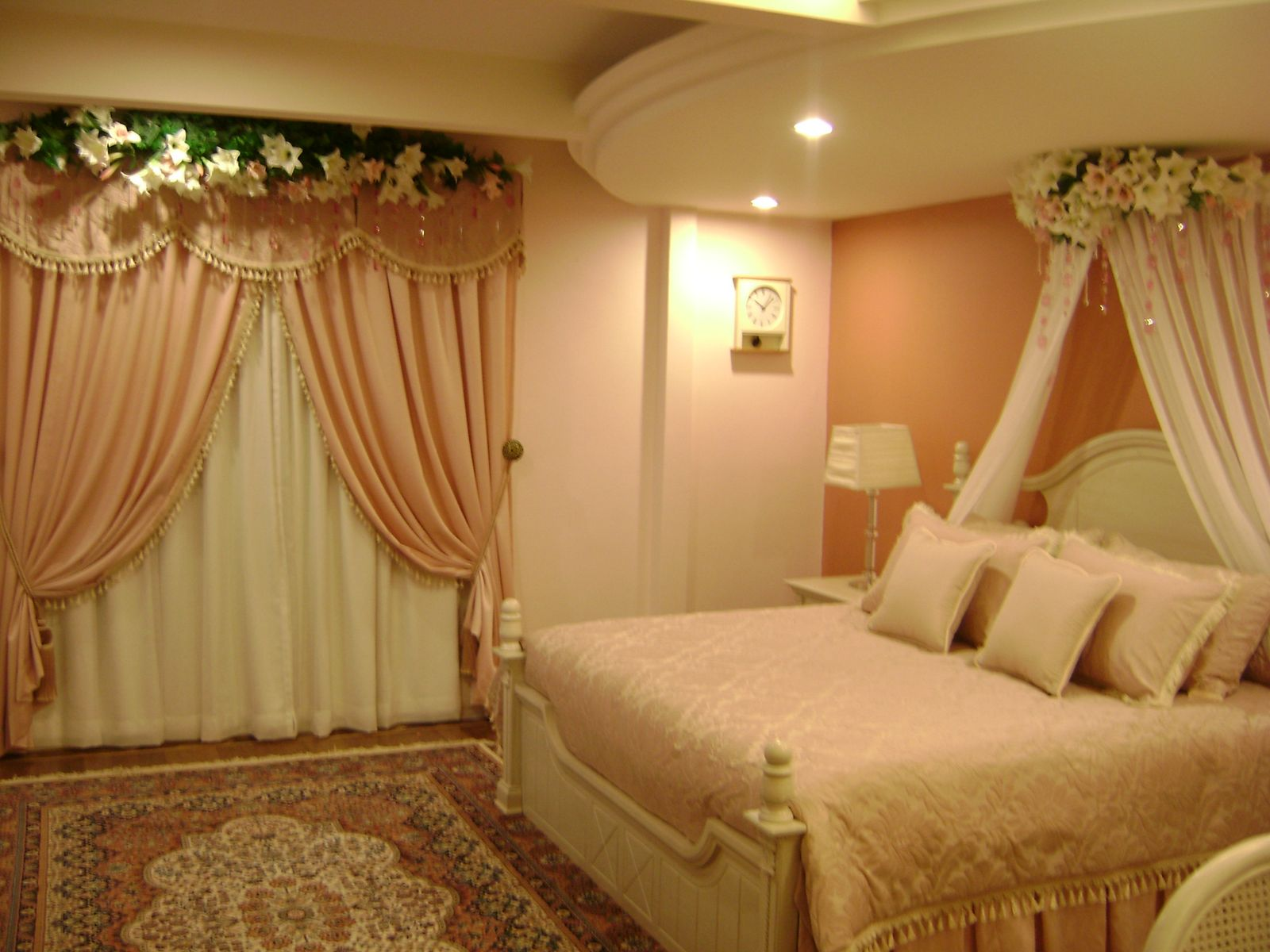 in the wedding bed decoration use flower bouquet and some