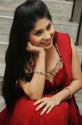 Ziya Khan Glamorous Photos in Red-thumbnail-7