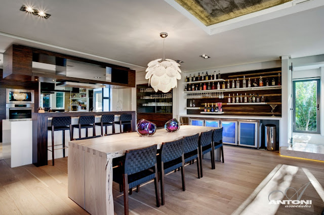 Dining room of Pearl Valley 276 by the kitchen