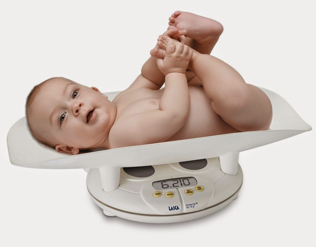 Gambar bayi sehat dalam timbangan