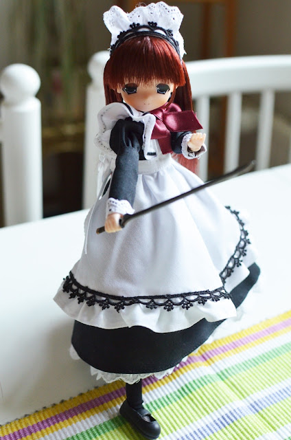 maid ready to slice