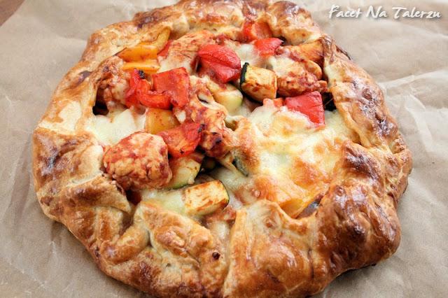 Tarta z kurczakiem, cukinią, papryką i mozzarellą - na cieście francuskim