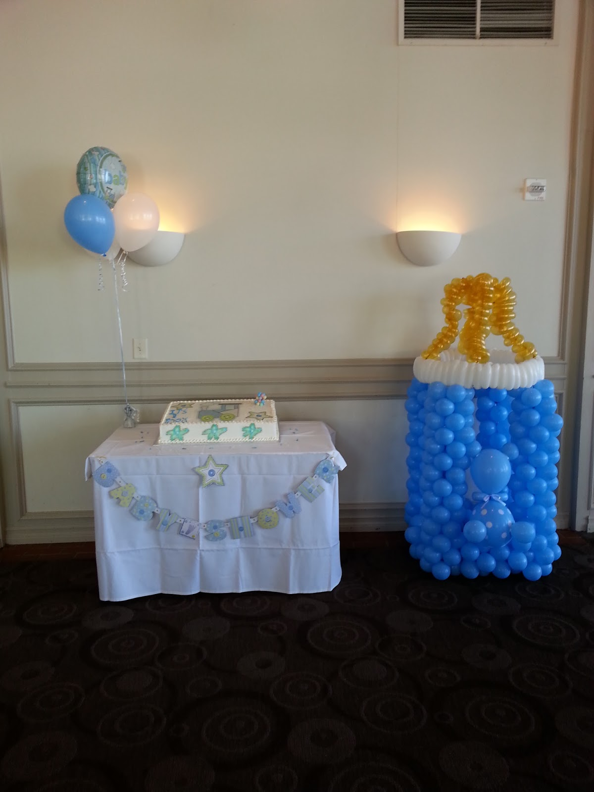 Pop balloons a baby shower for a boy for Baby shower balloons decoration
