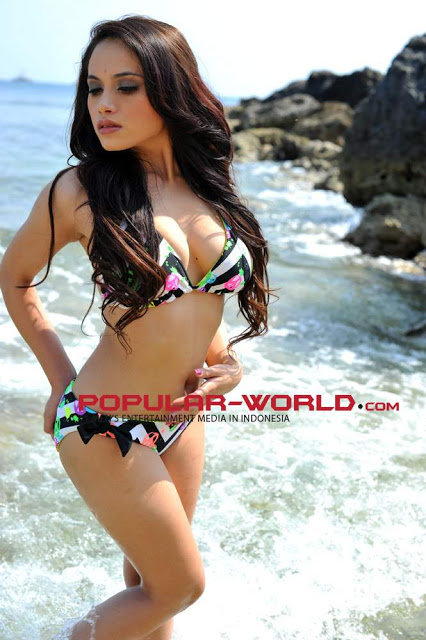 http://manjamaya.blogspot.com/2013/04/foto-hot-nice-sisilia-tjoe-model-hot.html