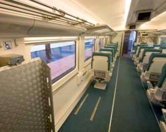 Plaza reservada con anclaje a suelo, sin asiento para transferencia ni asiento enfrentado.