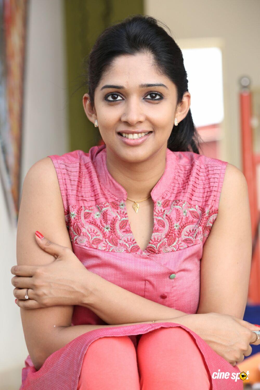 malayalam actress nyla usha latest hot photos from new malayalam movie ...
