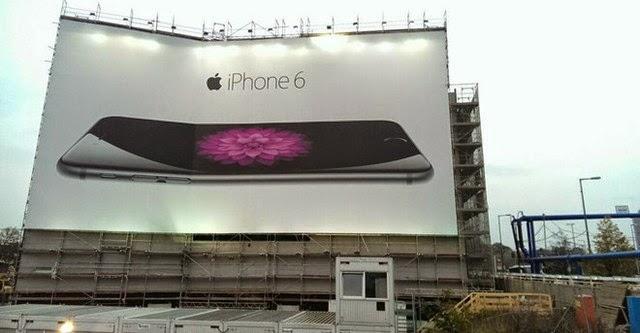 Biển quảng cáo iPhone 6 cũng bị bẻ cong