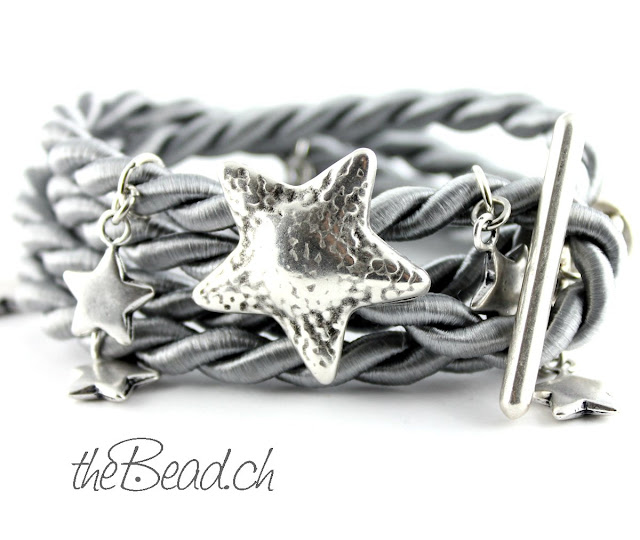 Armband STELLA mit Anhaengern Sterne aus nickelfreiem Metall