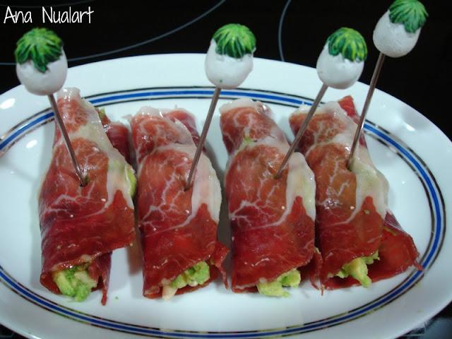 Rollitos de jamón iberico con aguacate.