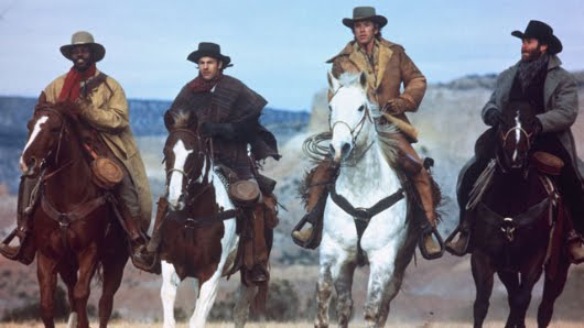 Danny Glover, Kevin Costner, Scott Glenn y Kevin Kline en 'Silverado'