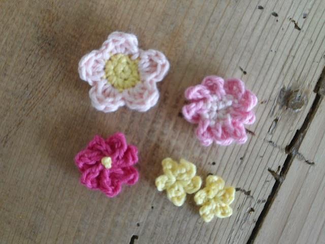 Hæklede blomster til mini kaktusser