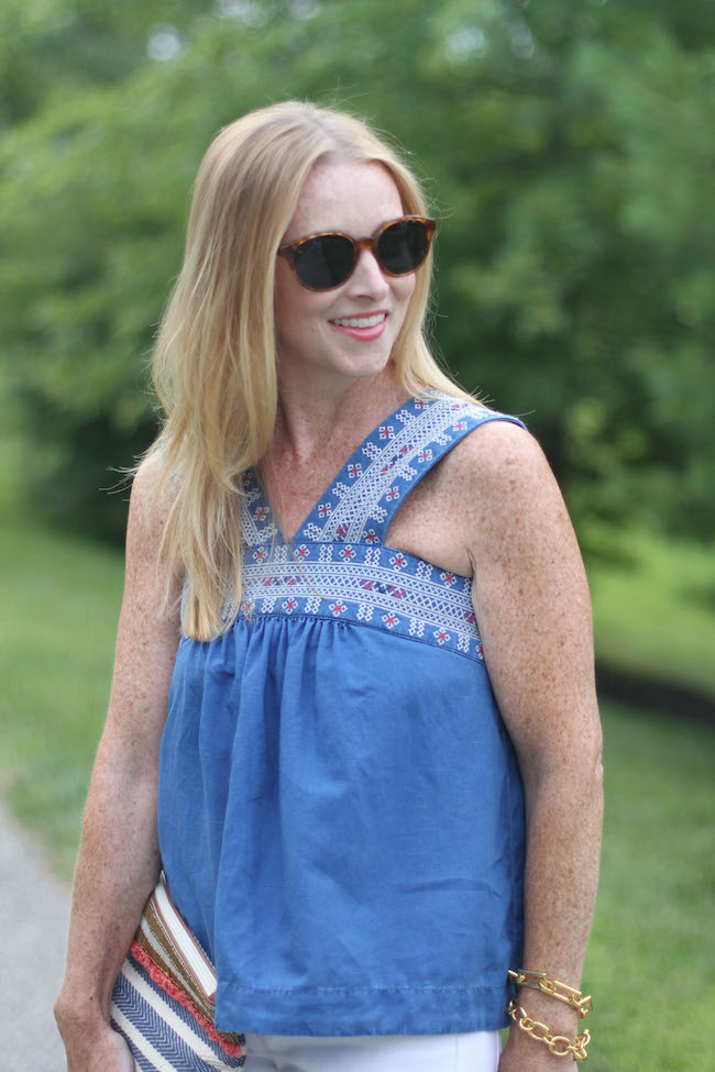 madewell top, elizabeth & james sunglasses