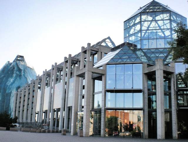 National Gallery of Canada, fine arts, columns, pillars, granite glass walls, iceberg, contemporary architecture