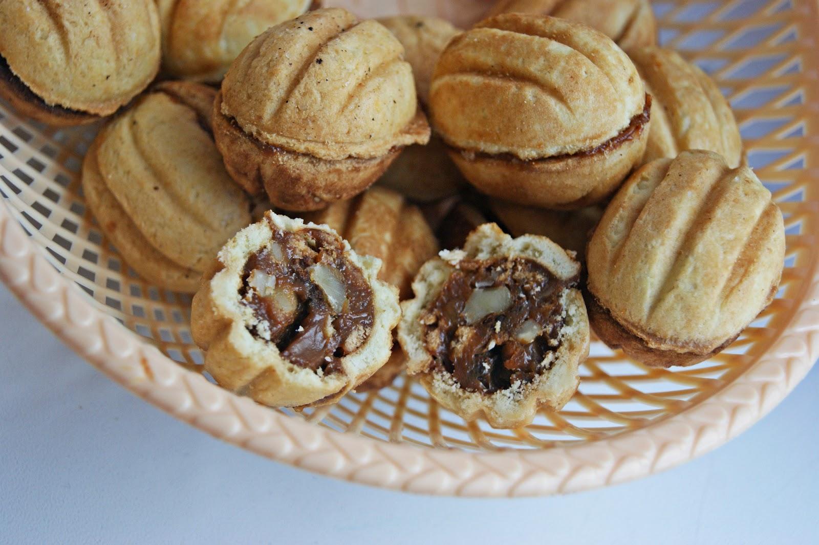 Мягкие орешки со сгущенкой рецепт с пошаговым