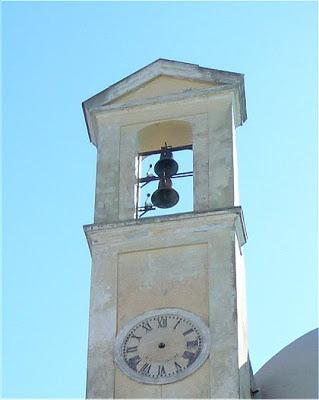 Procida: l'orologio (senza lancette) dell'Abbazia di San Michele Arcangelo