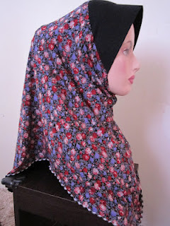 tudung cotton printed bunga merah