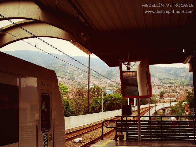 Andar de metro e metrocable em Medellin, Colombia