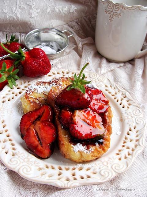 tosty z truskawkami