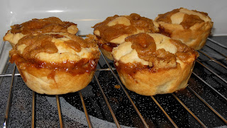 Baking with a muffin tin, apple pie recipe,