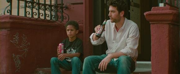 Michael Algieri e Josh Radnor em TUDO ACONTECE EM NOVA YORK (Happythankyoumoreplease)