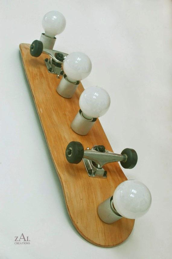 حامل المصابيح مصنوع من لوح رياضة التزلج