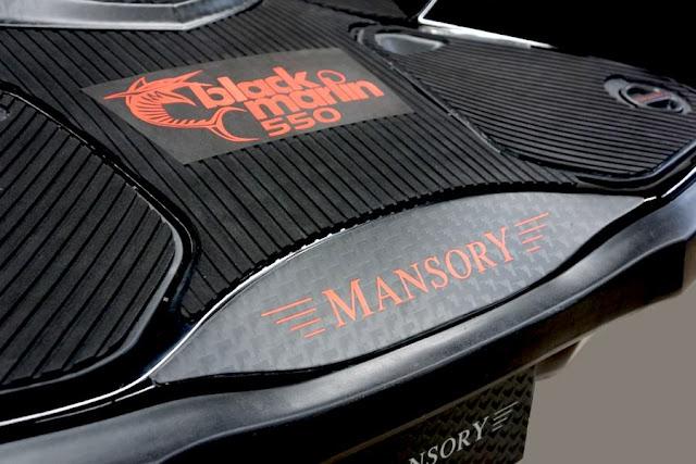 マンソリーが手掛けたカーボン製のジェットスキー「Black Marlin」が厳つすぎる!