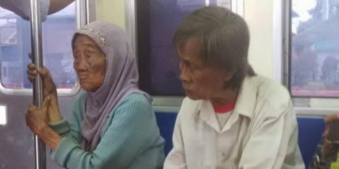 kakek misterius getarkan hati penumpang kereta