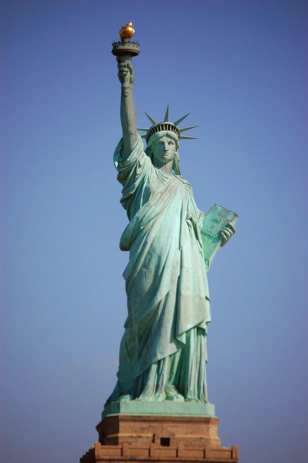 Fawkes news les codes cach s des illuminati dans la for Createur statue de la liberte
