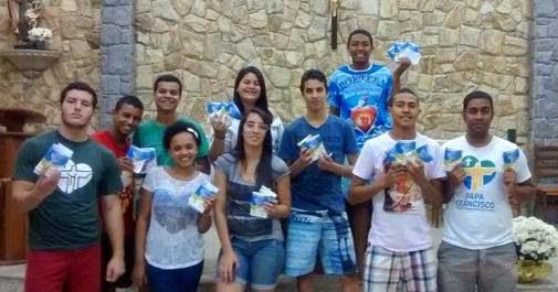 A Palavra de Deus nas mãos dos jovens de Resende (RJ)