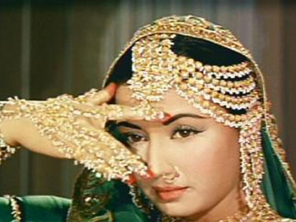 See The Latest Jewellery Worn By Famous People Meena Kumari Wearing Jewellery