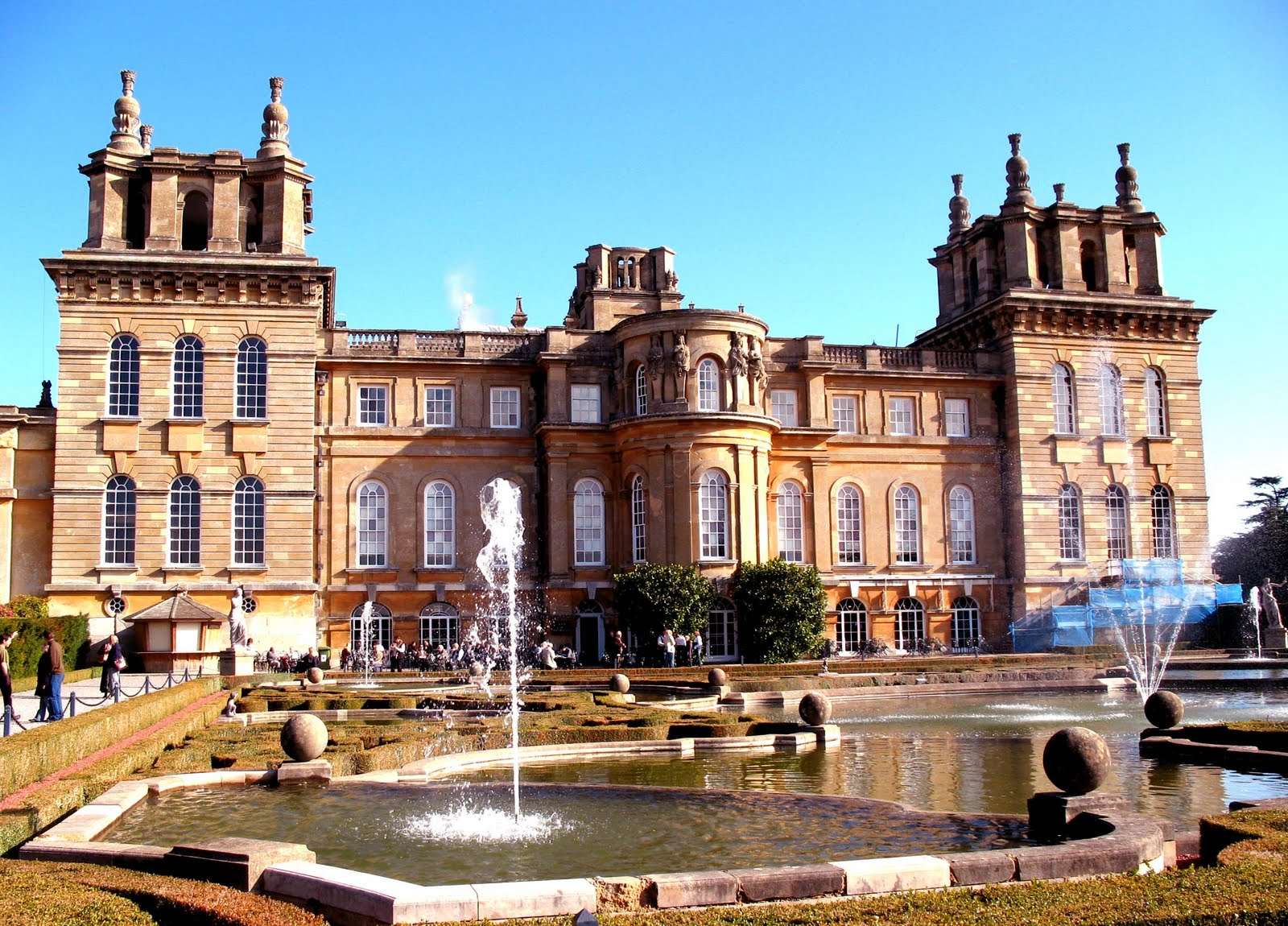 Stately homes of great britain uk tourist attractions for Blenheim builders