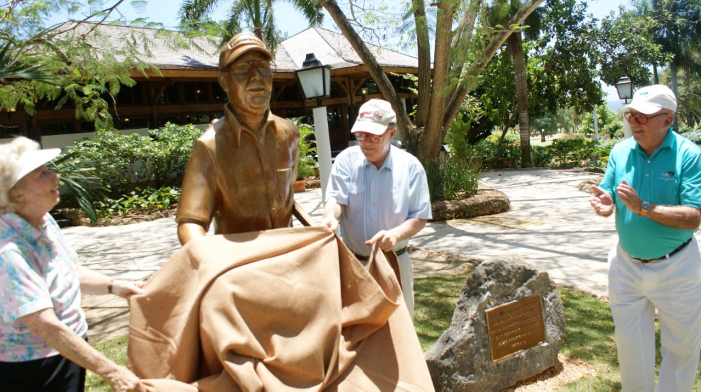 Casa de campo honra a pete dye con estatua y nombre de - Nombres de casas de campo ...